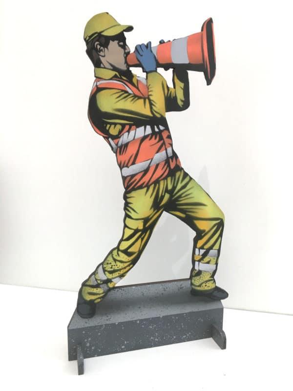 Sculpture en découpe bois de l'artiste jaune